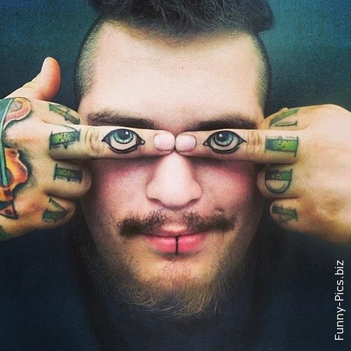 Crazy Tattoos: Eyes on fingers