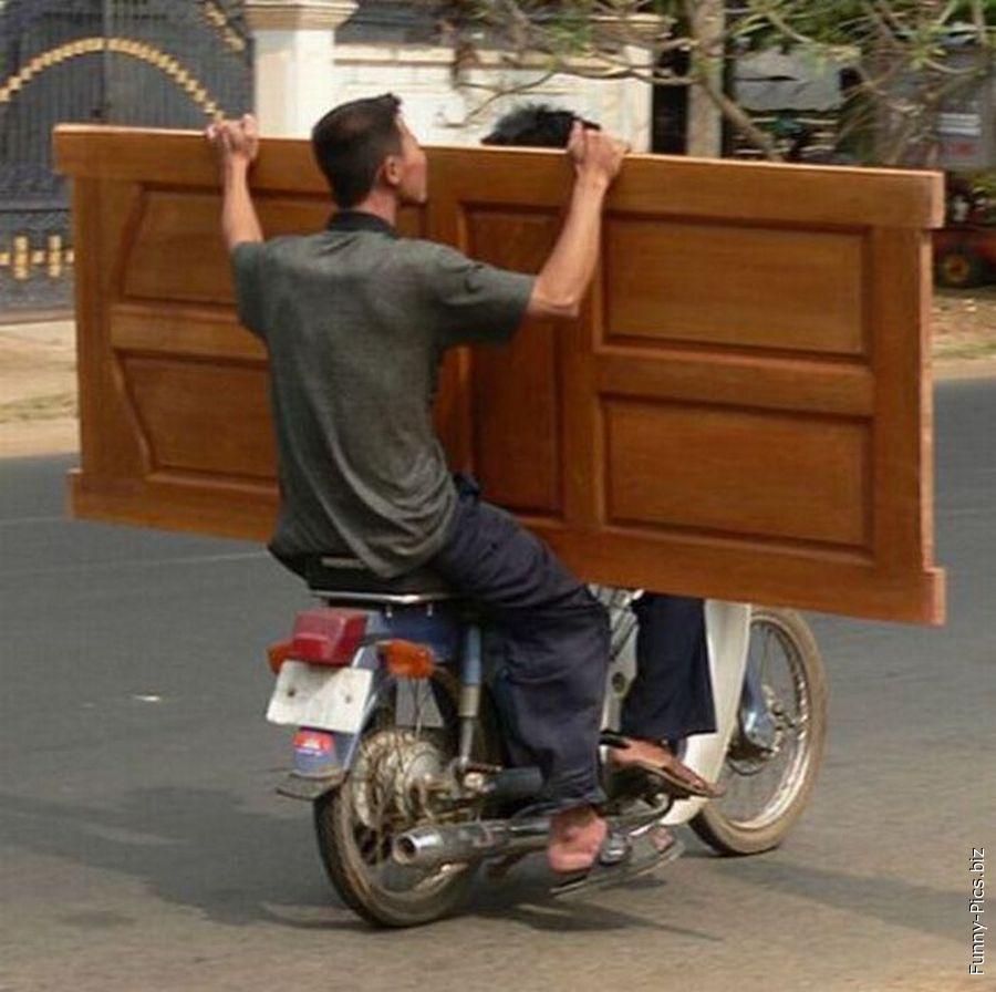 How to trasnport a door on motorbike